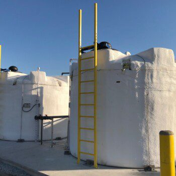 5400 SAFE-Tanks with heat maintenance systems and ladders installed